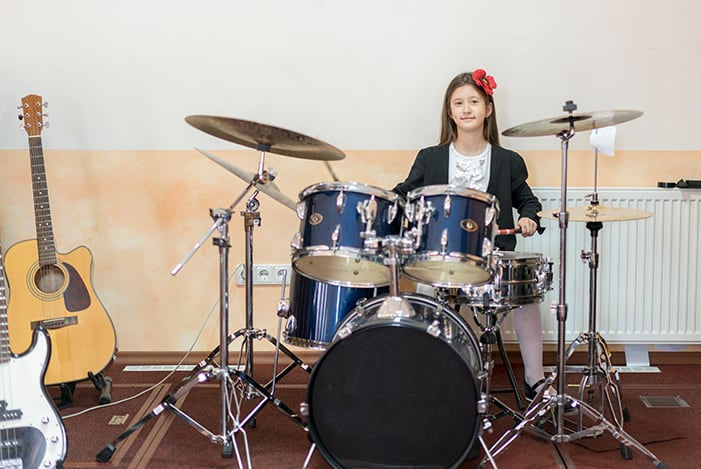 how much does an average beginner drum set cost. Black Bedroom Furniture Sets. Home Design Ideas